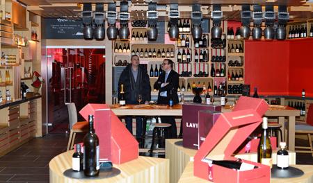 La cave à vins et épicerie fine de l'Epicurious Gourmet Lounge