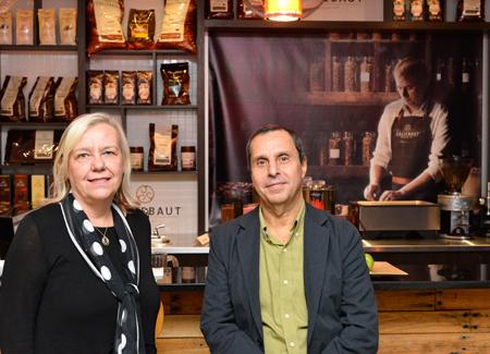 La présidente de Tours Cure-Vac, Katia Galano et le vice-président, Emad Elturaby