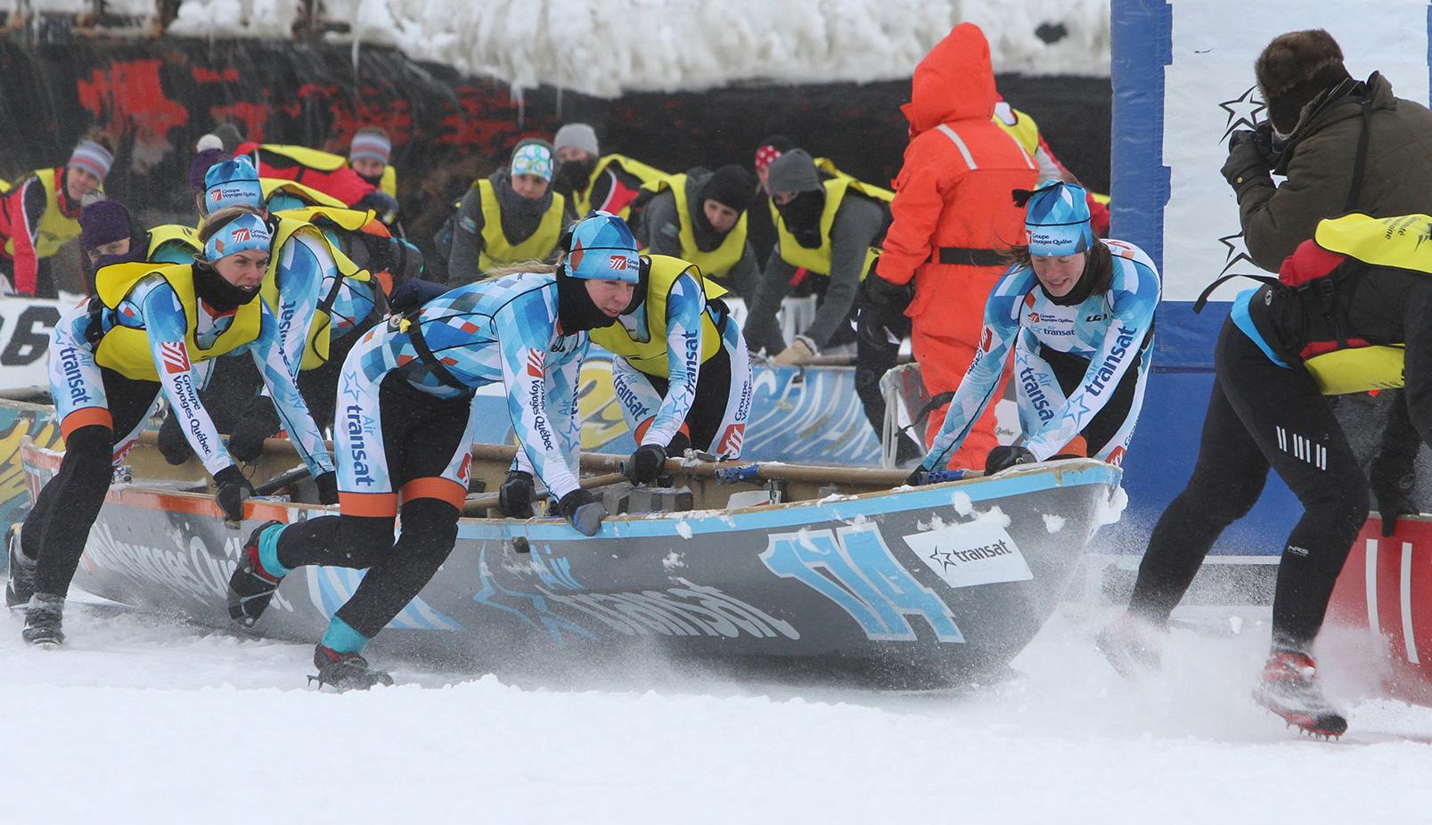 La course en canots à glace du Carnaval de Québec disputée par un froid extrême