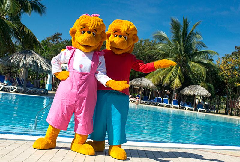 Les Oursons Berenstain débarquent aux hôtels Memories cet été avec Sunwing