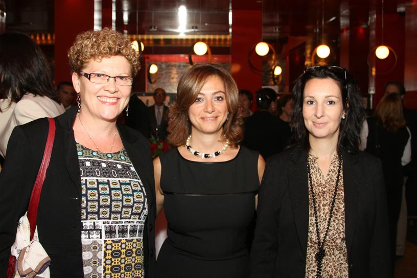 Ayla Kalpakjian, coordonnatrice des ventes de Qatar, est encadrée par Monique Coatrieux et Sonia Esseghir, de Voyages Lambert