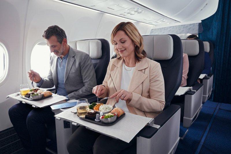 Les repas gastronomiques pourraient appartenir au passé; au lieu de cela, les passagers assis en classe Premium Economy ou Business pourraient recevoir des repas préemballés. Photo: WestJet.