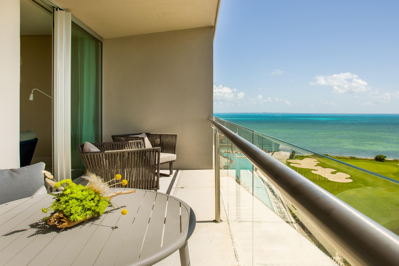Suite avec balcon d'angle.