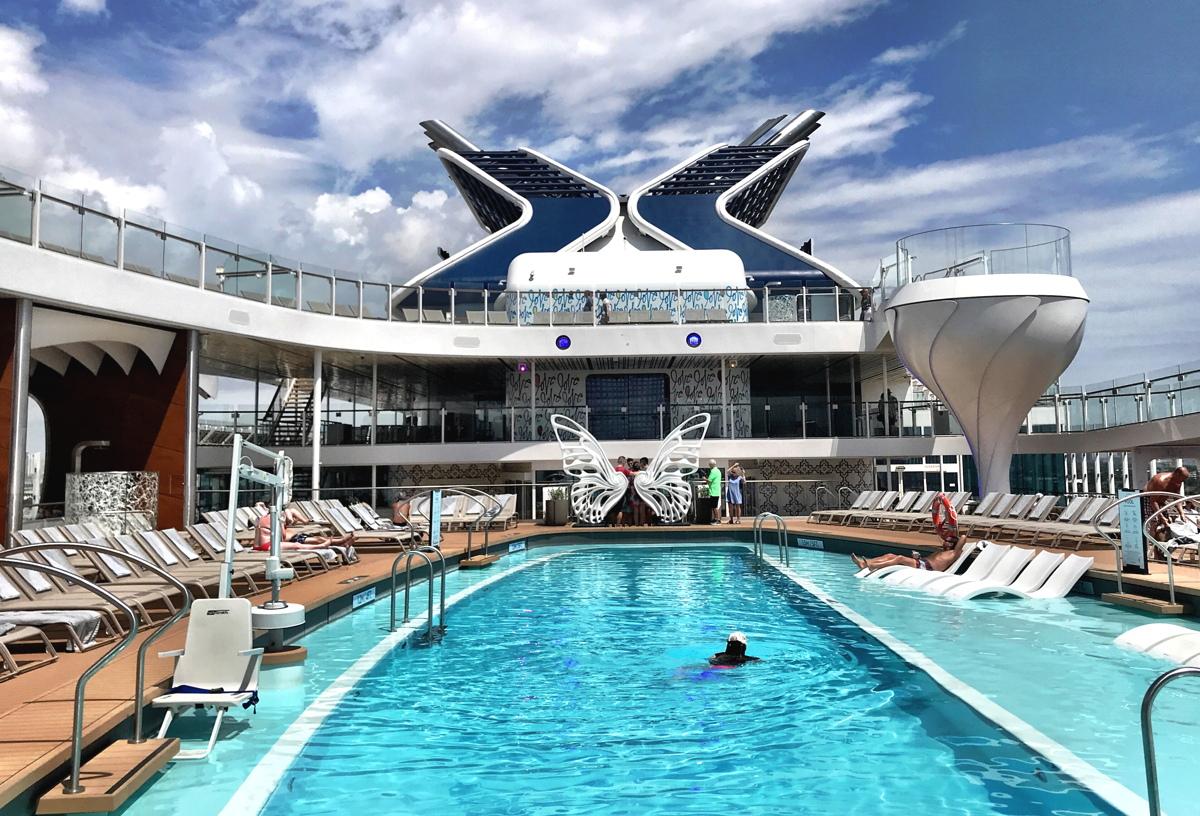 Celebrity Edge possède des spas en forme de verre martini qui mesurent deux étages.
