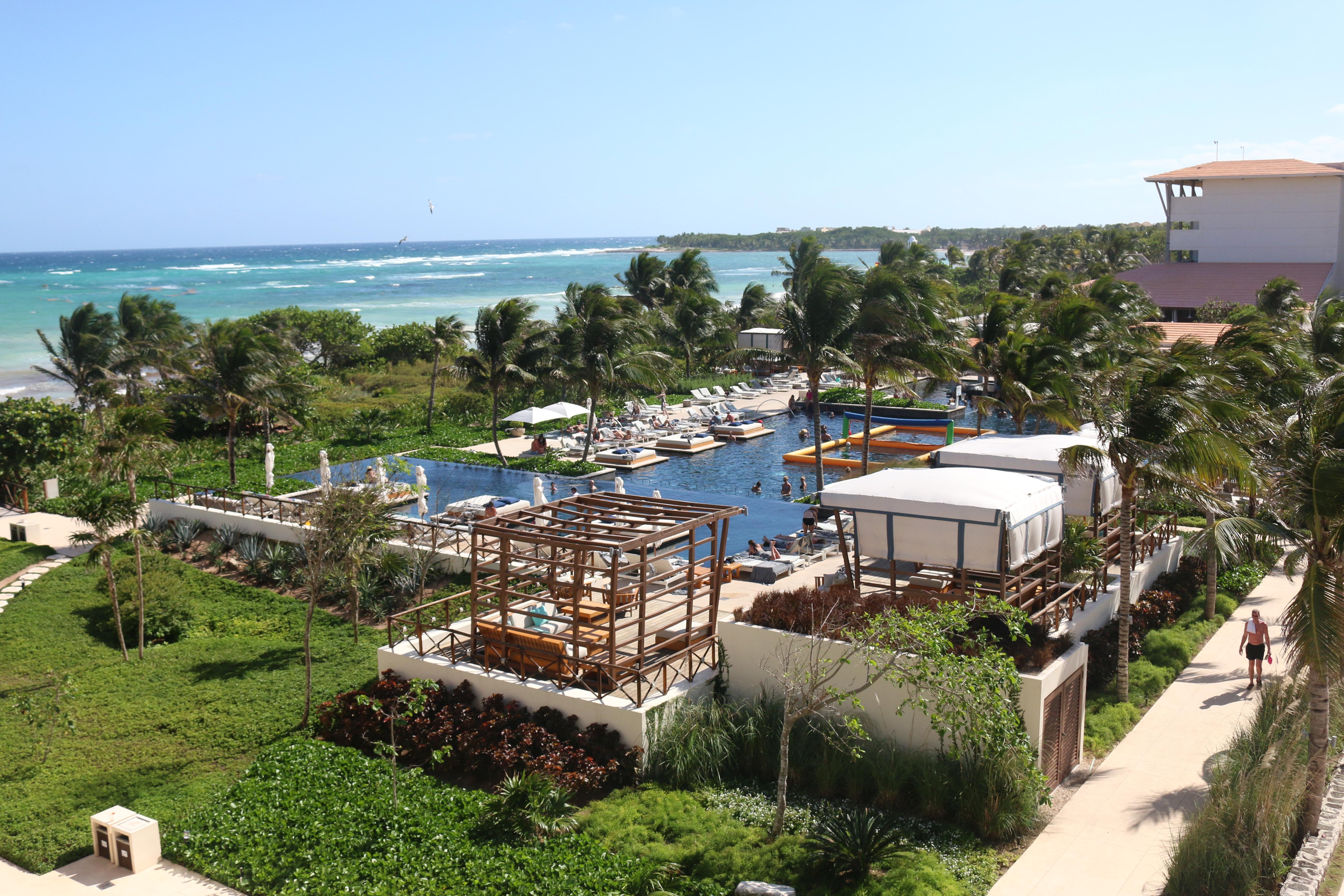Les piscines d'Unico sont ouvertes, mais les bars de la piscine swim-up restent fermés. Photo: Christine Hogg pour Pax Global Media.