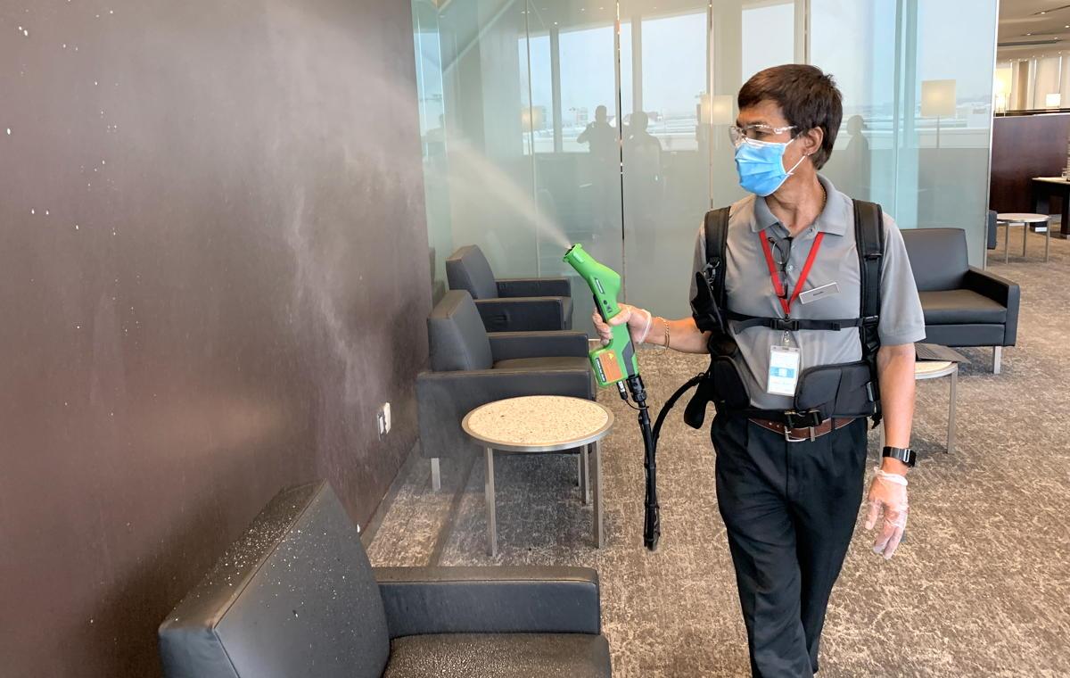 La pulvérisation électrostatique dans le salon Feuille d'érable d'Air Canada aura lieu toutes les 30 à 40 minutes.