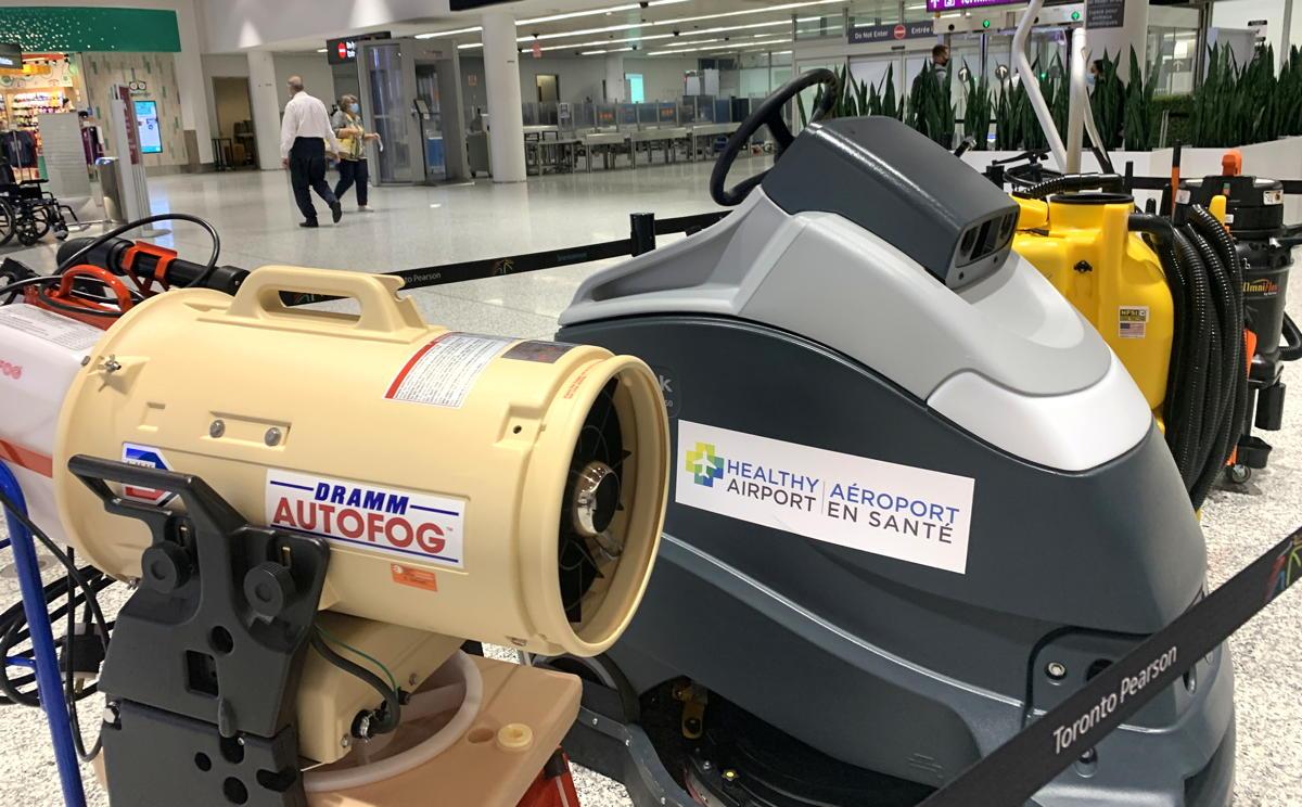 Des dispositifs de brumisation et de nettoyage de haute technologie sont utilisés dans tout l'aéroport de Toronto Pearson.