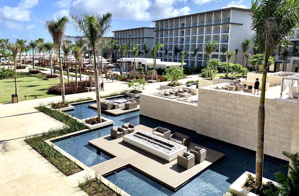 Le Hyatt Ziva et Zilara disposent chacun de 375 suites spacieuses - toutes en bord de mer avec quelques swim-ups.