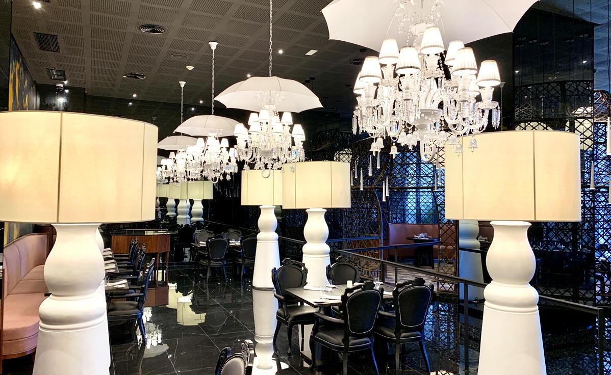 Inside Brandos, qui sert une cuisine française préparée avec une touche polynésienne.