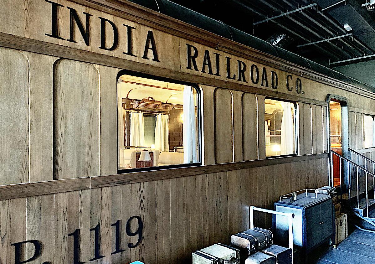 Journeys dispose d'un wagon de train intégré (dans lequel les clients peuvent dîner) inspirée du Maharajas 'Express.