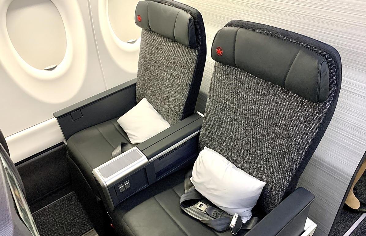 CELA SIGNIFIE DES AFFAIRES. Tous les sièges de classe affaires sont à fenêtre ou à couloir, avec accès à un repose-pieds et à une console de rangement.
