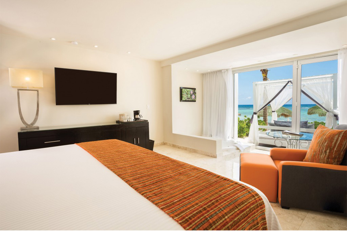 Sun Club junior suite with sea view and jacuzzi