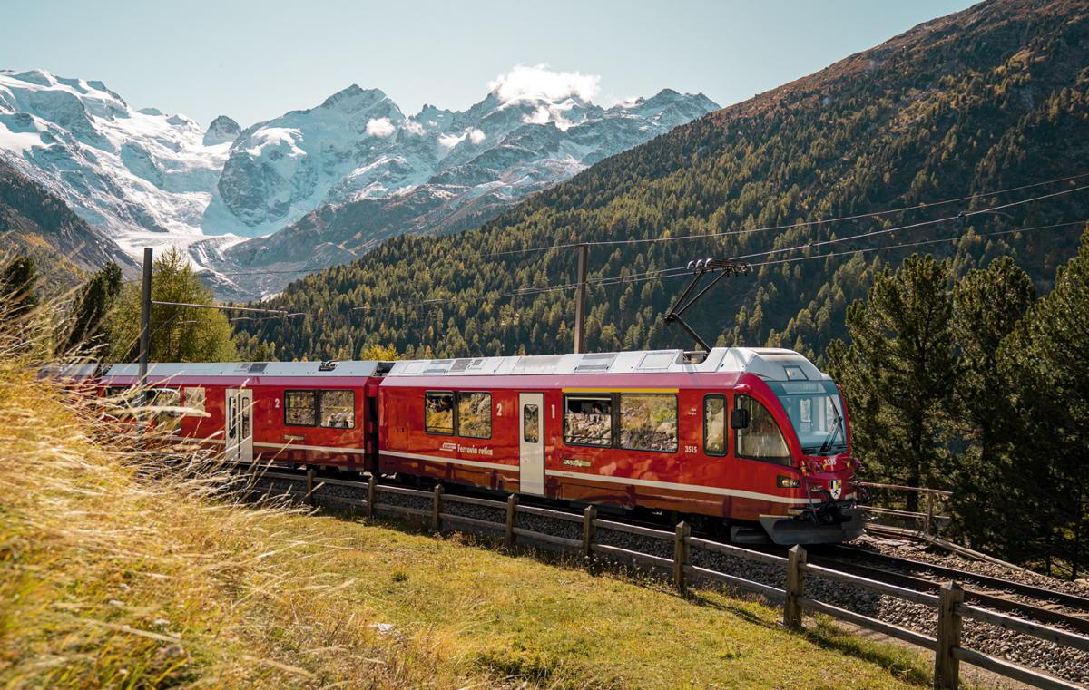 The Bernina Express near the Morteratsch Glacier Graubünden (André Meier).