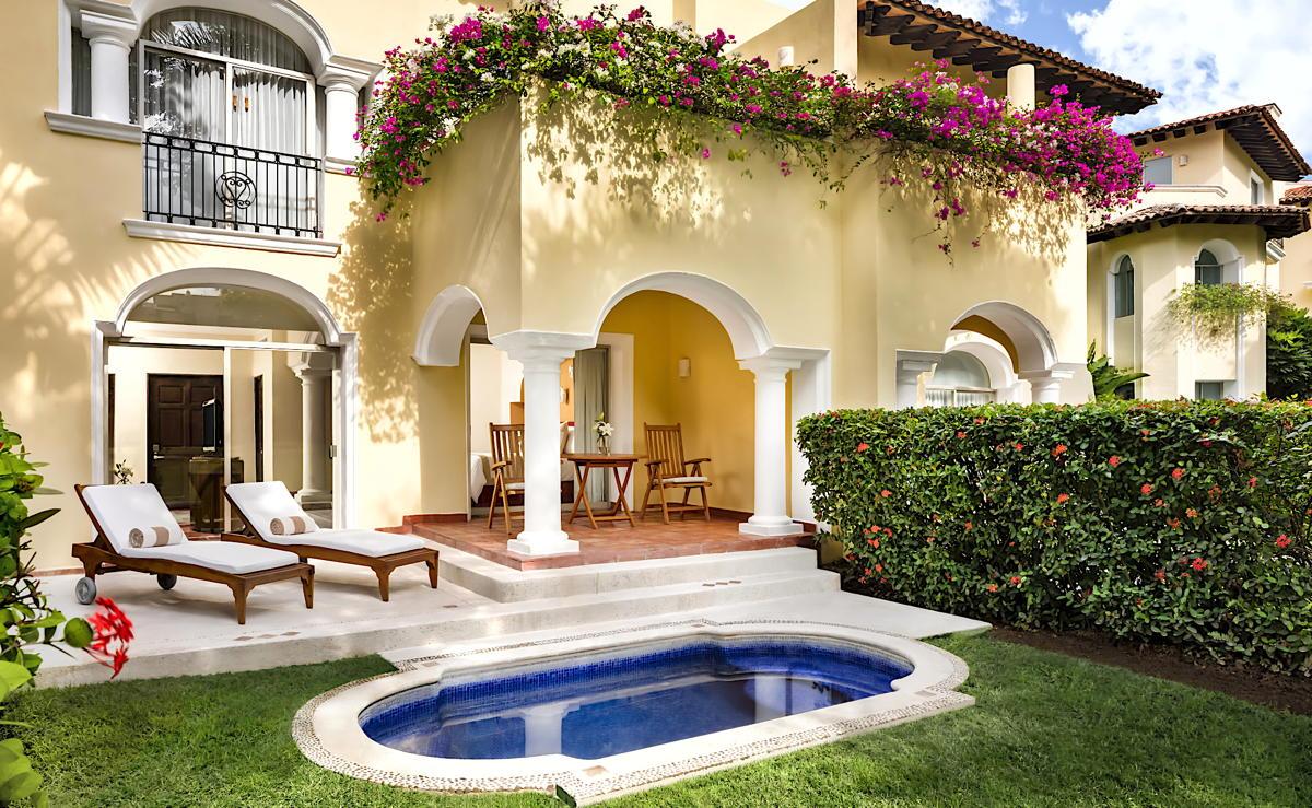 De nombreuses suites de la Casa Velas possèdent leur propre bassin profond privé. (Velas Resorts)