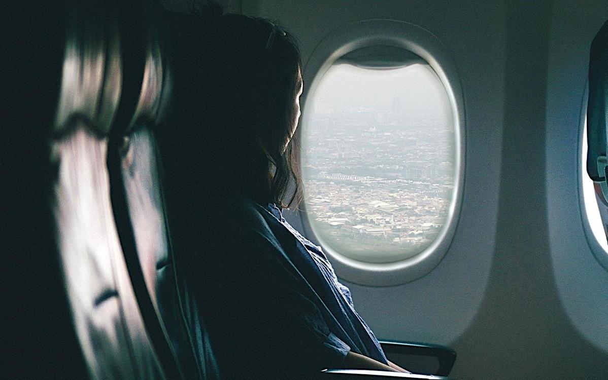 Les Canadiens, selon la loi, doivent s'isoler eux-mêmes pendant 14 jours à leur retour d'un voyage à l'étranger.