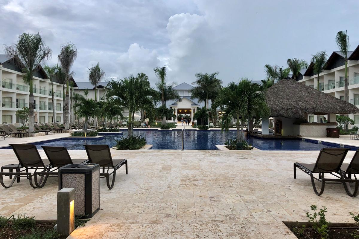 Piscine privée et bar immergé pour les invités Premium.