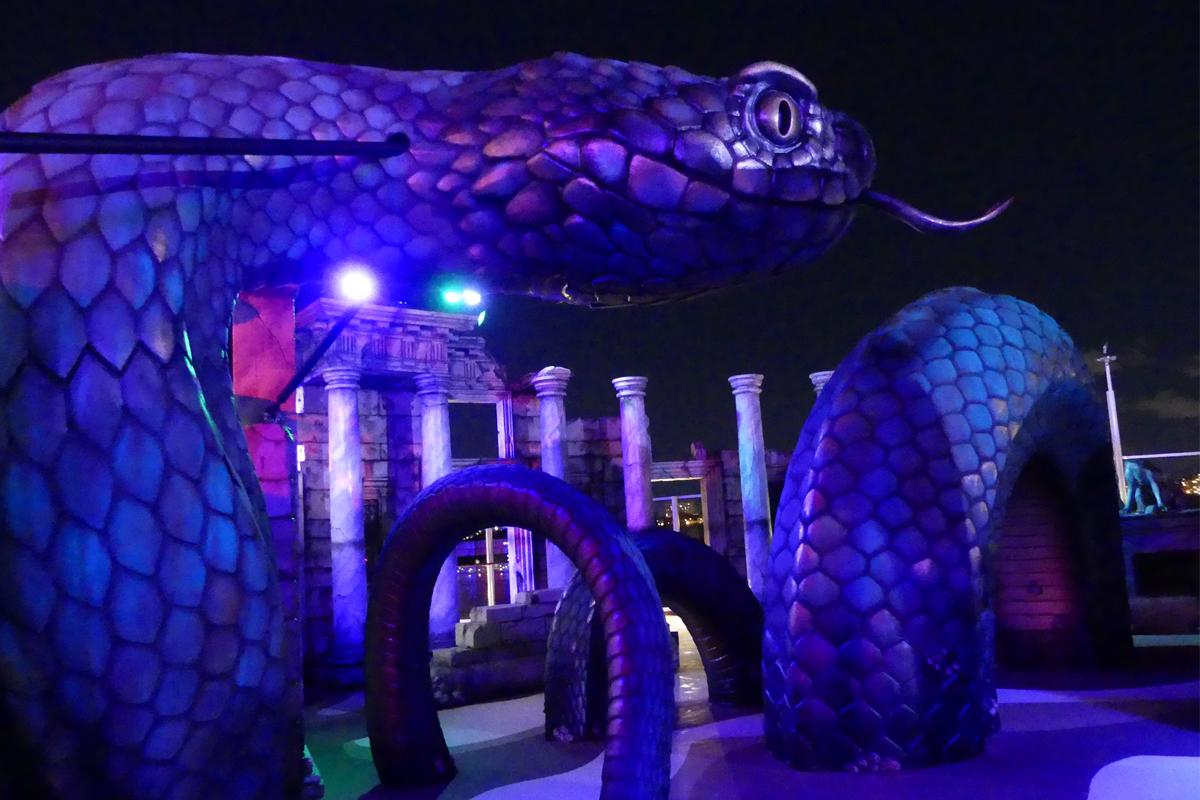 Le Laser Tag sur le thème Atlantis est particulièrement amusant la nuit avec un éclairage spectaculaire.