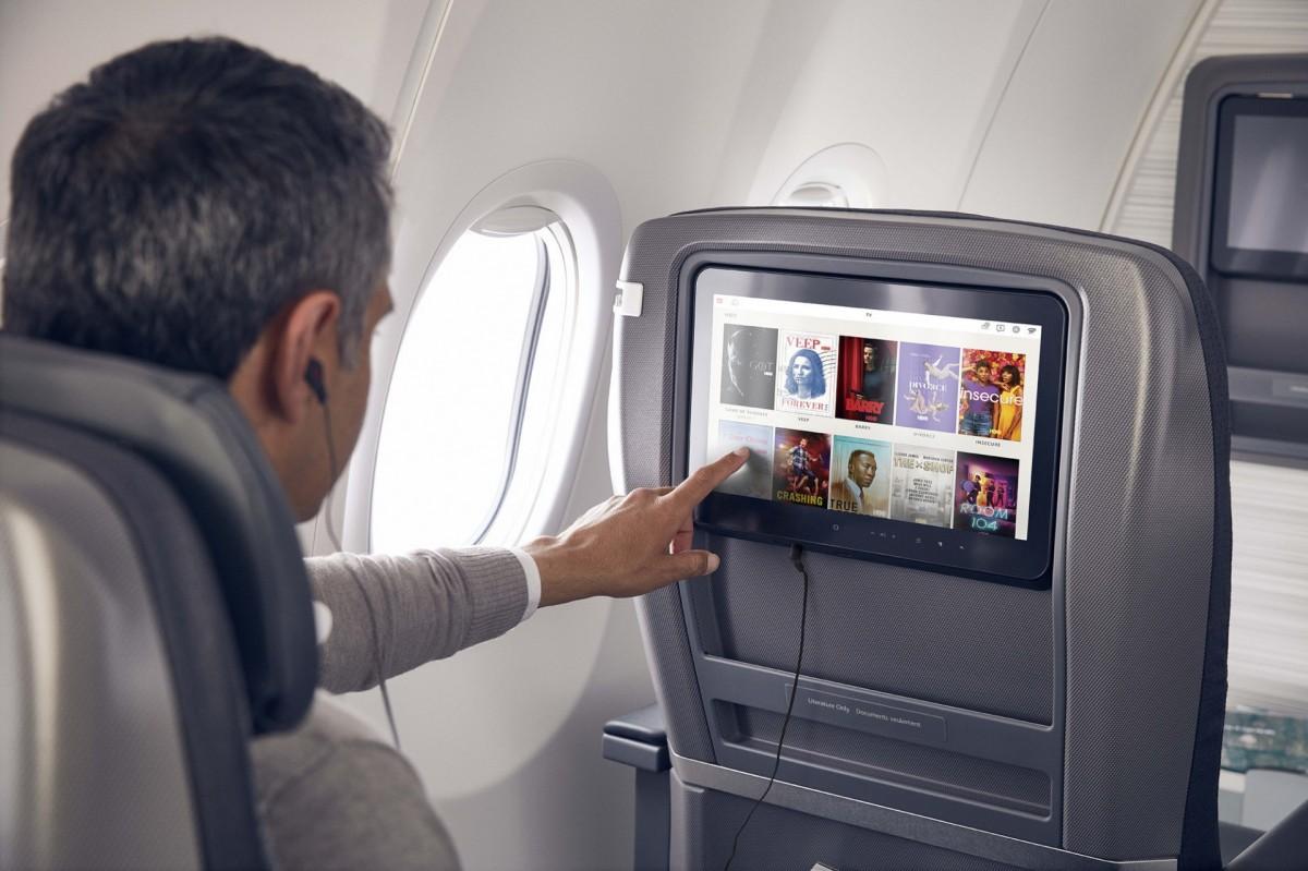 Le téléchargement de l'application de divertissement de la compagnie aérienne est pratique si vous utilisez un avion qui n'a pas d'écran.