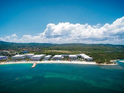 RIU fête son 15e anniversaire en Jamaïque  avec l'ouverture du Riu Reggae
