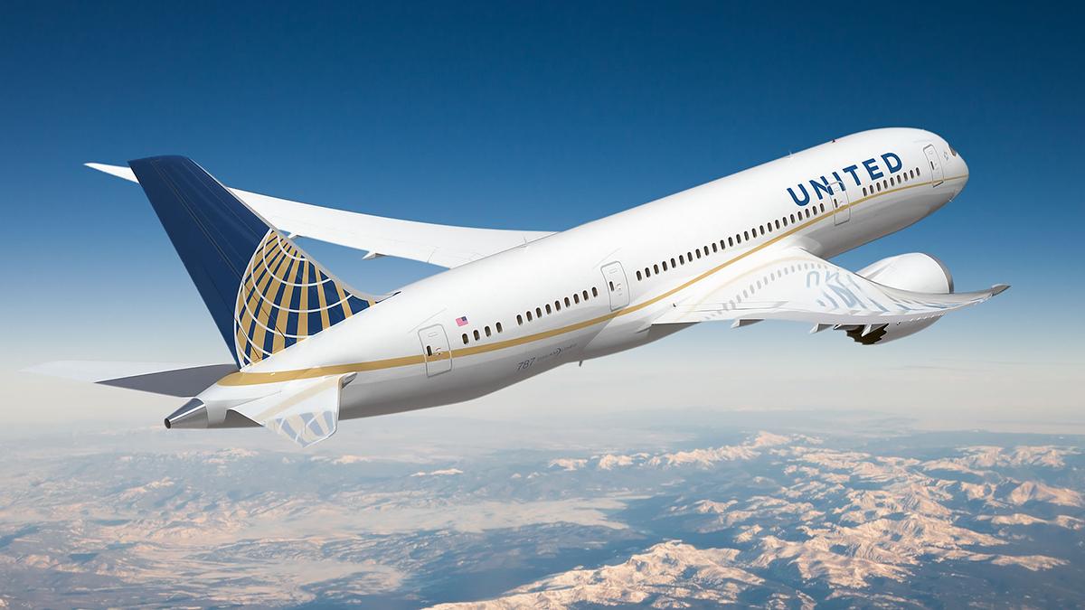 United Airlines va réduire la surréservation et augmenter les compensations