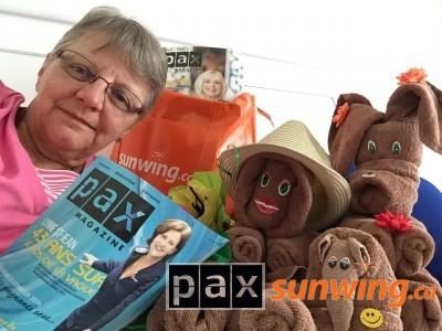 Lecture du Pax Magazine a mes petits amis du Riu Yucatan