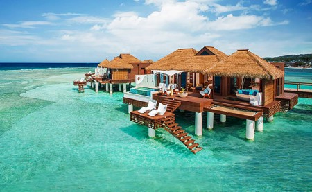 Les bungalows sur l'eau du Sandals Royal Caribbean