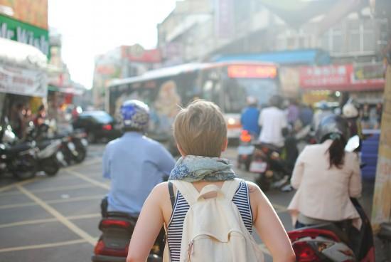 Les milléniaux plus susceptibles de voyager sans assurance