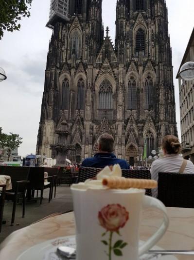 Chocolat Chaud devant la Cathédrale de Cologne