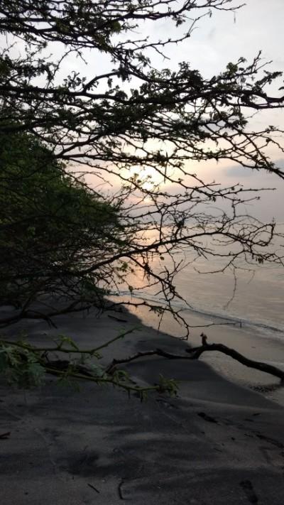 Coucher de soleil au bord de l'océan au Panama