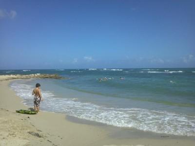 Mon fils contemple la mer