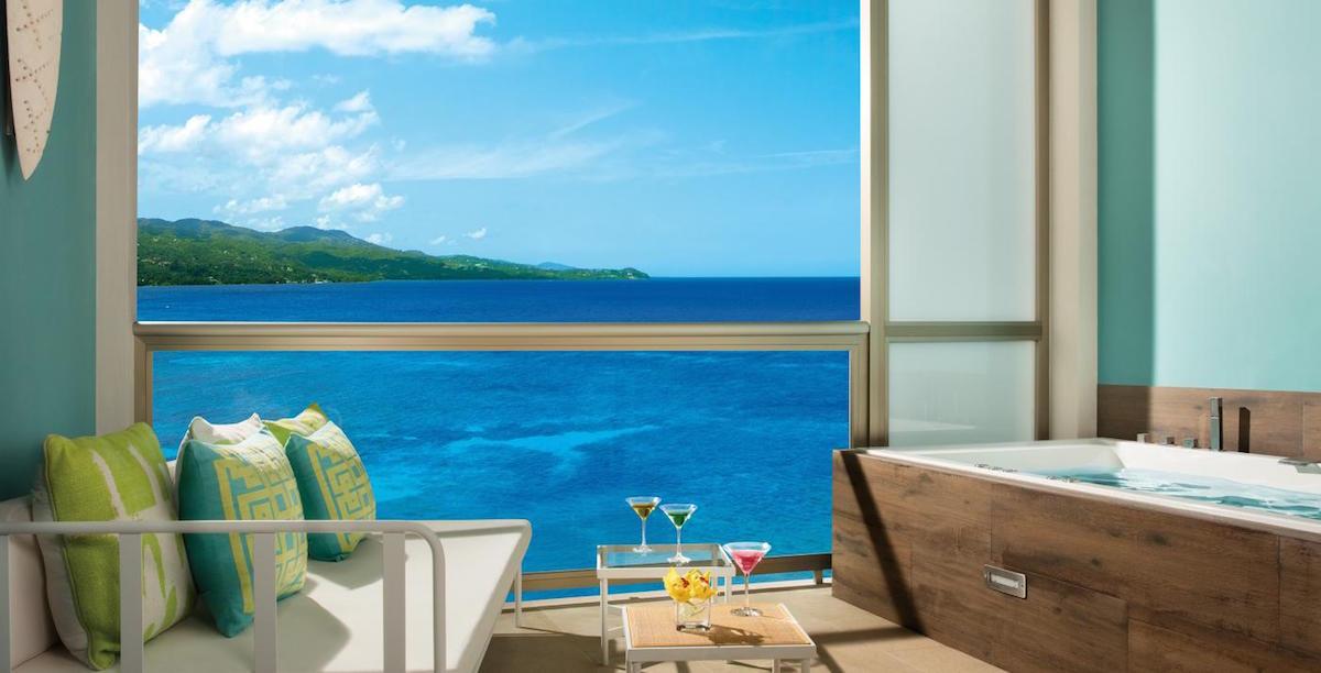 BREMB_Jr_Suite_OceanView Terrace_2.jpg