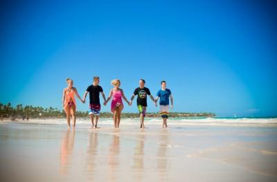 En famille sur la plage de Bavaro à Punta Cana