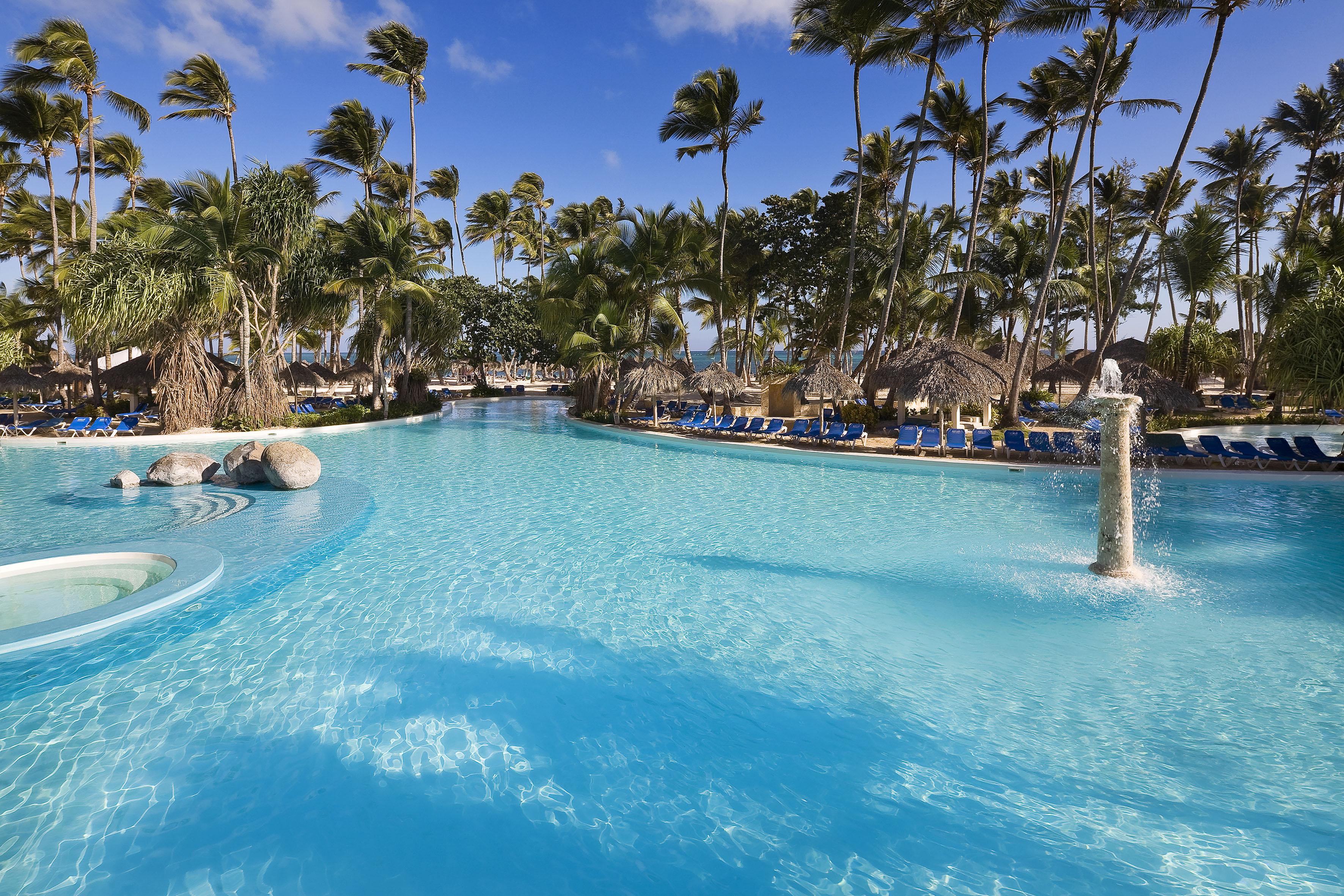 Melia Caribe Tropical piscina.jpg
