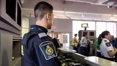 Douane canadienne : les agents ont le droit de fouiller votre téléphone