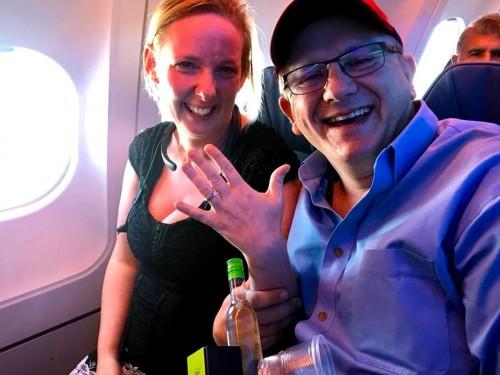Elle a dit oui à bord d'Air Transat!
