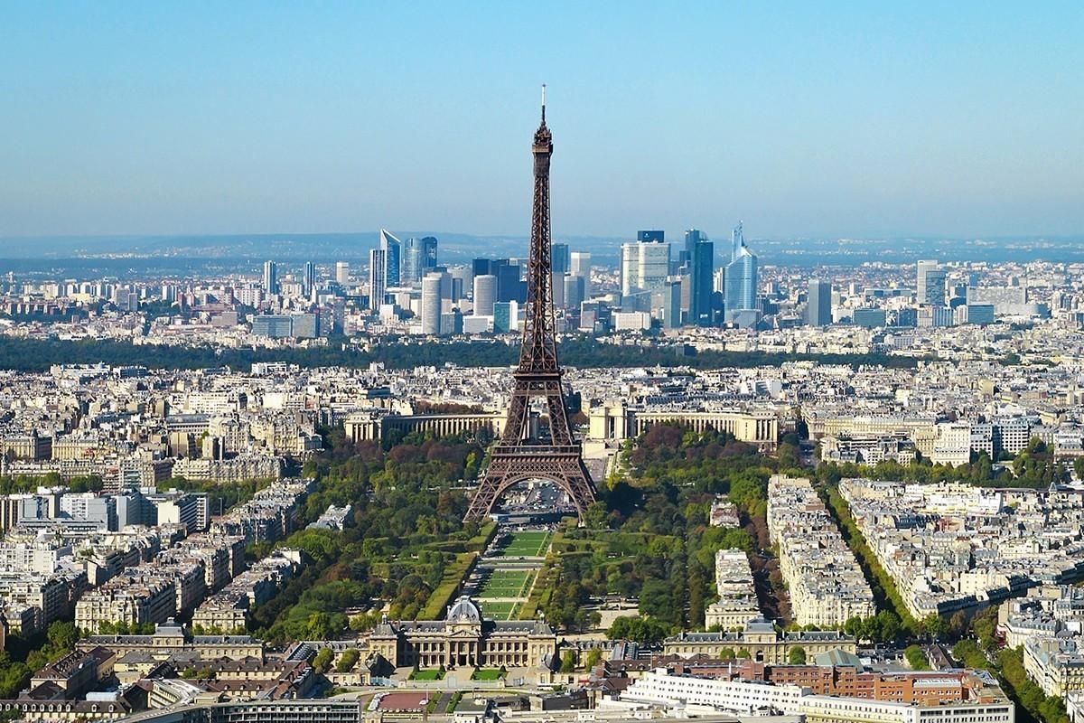 Gilets jaunes : Paris se prépare au pire et ferme ses monuments