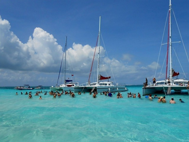 De plus en plus de Canadiens en voyage aux Îles Caïmans
