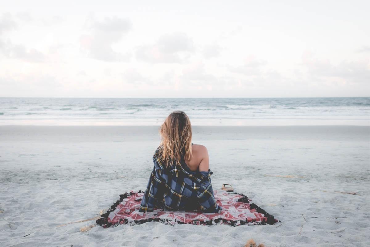 Un sondage révèle que de plus en plus de Canadiennes voyagent seules