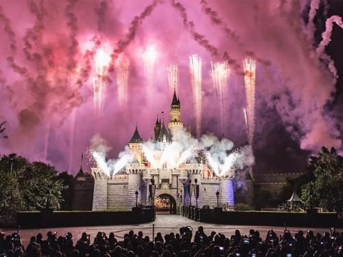 Disney interdit la cigarette et les poussettes trop grandes dans ses parcs