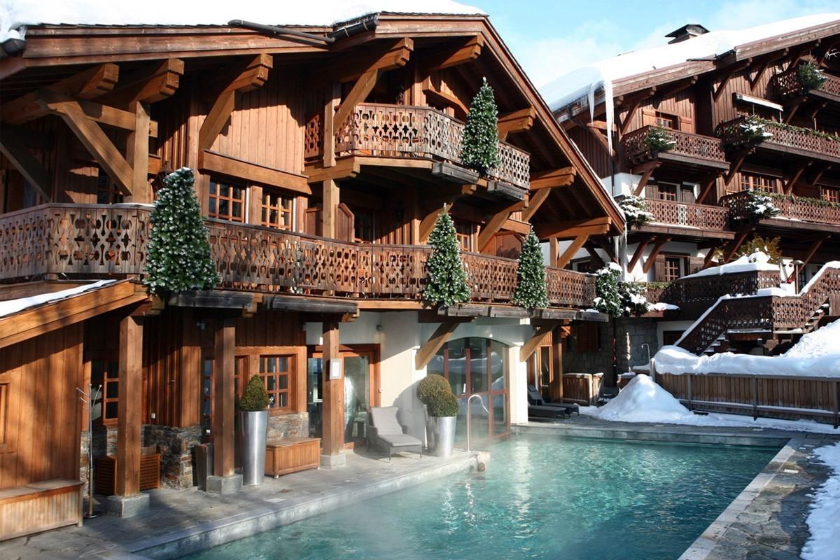 PHOTOS : Four Seasons apporte sa touche de luxe hivernal dans les Alpes françaises