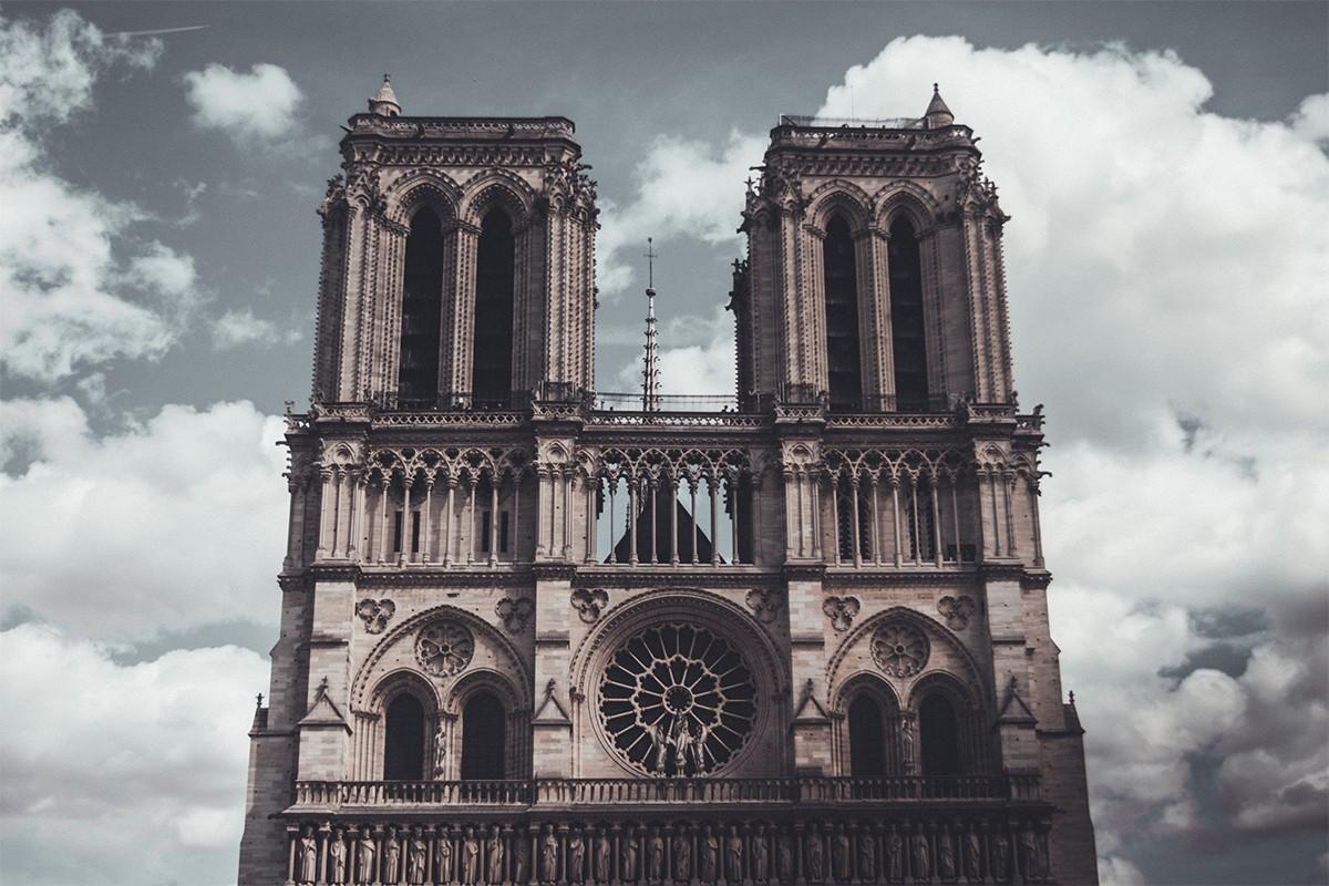 Important incendie en cours à la cathédrale Notre-Dame de Paris