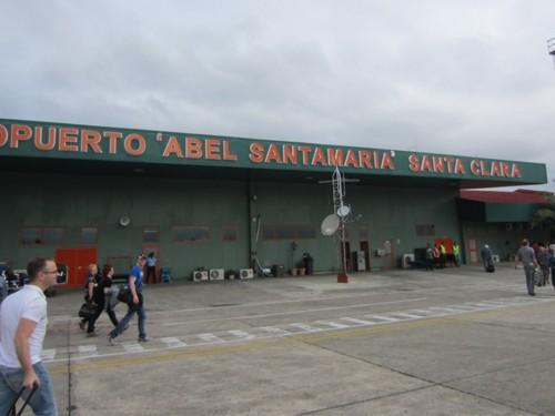 Tempête à Cuba, l'aéroport de Santa Clara suspend ses opérations