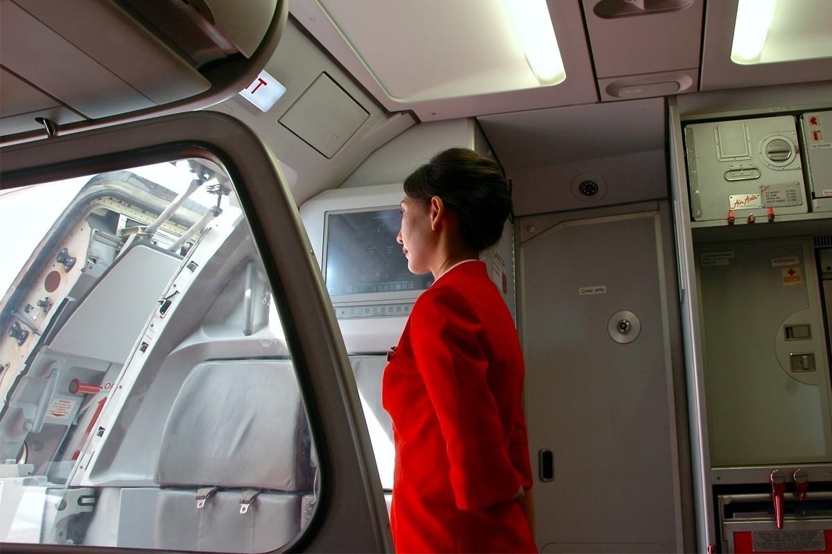 les agents de bord se brancher avec les passagers