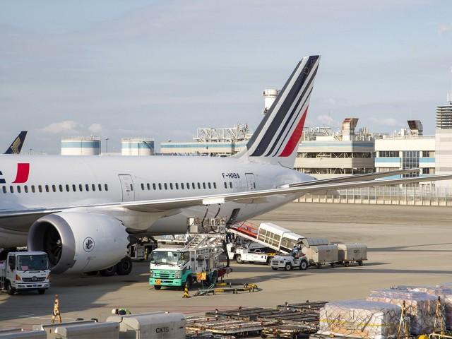 La France mettra en place une écotaxe sur les billets d'avion à partir de 2020