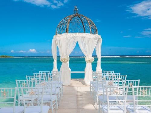 Sandals ajoute 3 gazebos sur l'eau pour les mariages