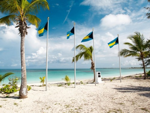 L'ouragan Dorian fait 5 morts aux Bahamas et se dirige maintenant vers la Floride