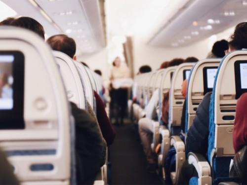Air Canada et Air Transat abandonnent le « mesdames et messieurs »