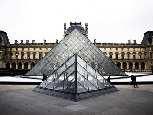 Le musée du Louvre est fermé en raison du COVID-19