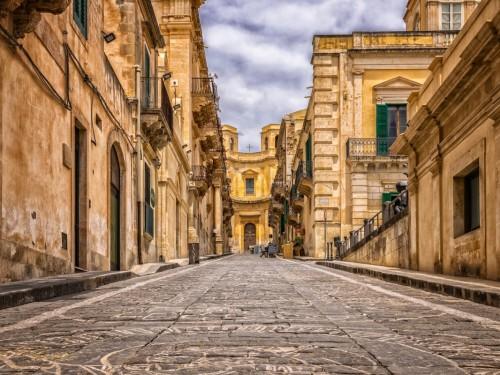 COVID-19 : l'Italie en quarantaine, AMC recommande d'éviter tout voyage non essentiel