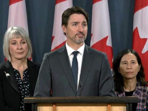 Ottawa met en garde les Canadiens contre les voyages internationaux et envisage de restreindre l'entrée aux frontières